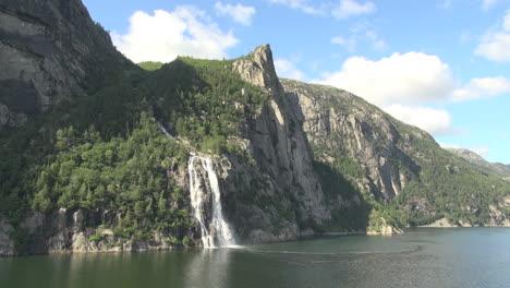 Noruega-Púlpito-Rock-Falls-S