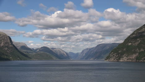Norway-Lysefjord-pan-&-zoom-out-s