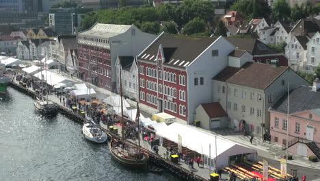 Noruega-Stavanger-Inner-Harbour-Tiendas-S
