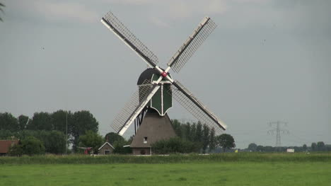 Netherlands-spiffy-windmill-with-shield-front-piece-4