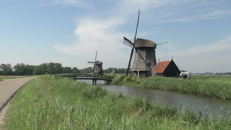 Netherlands-Kinderdijk-two-windmills-and-red-house-12