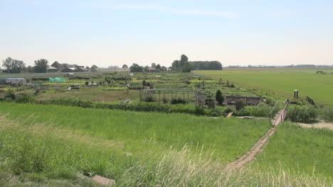 Netherlands-bridge-over-ditch-to-garden-2