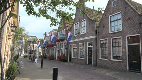 Holanda-Edam-Casas-Banderas-Holandesas