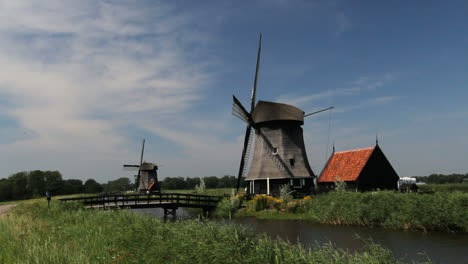 Netherlands-Kinderdijk-windmill-bridge-and-red-roof