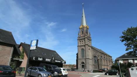 Aguilones-De-Oro-De-Los-Países-Bajos-En-El-Campanario-De-La-Iglesia