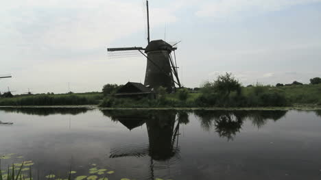 Netherlands-Kinderdijk-ripples-on-blade-of-windmill-4