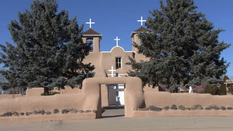 New-Mexico-Rancho-Taos-church-zoom