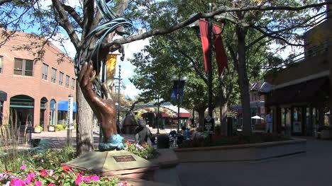 Estatua-De-La-Mano-De-Fort-Collins