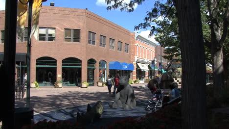 Fort-Collins-Bear-Estatua-Y-Tiendas