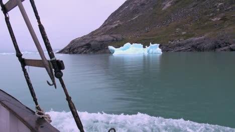 Greenland-ice-fjord-berg-on-shore-s78