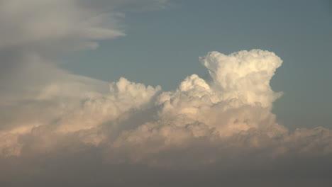 Rising-culumulus-thunderhead