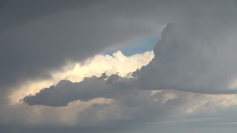 Clouds-and-thunderhead