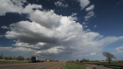 Time-lapse-view-of-a-thunderhead-over-Kansas