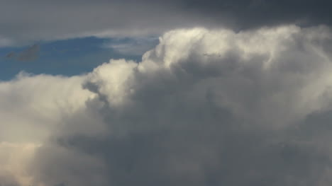 Clouds-moving-across-a-rising-thunderhead