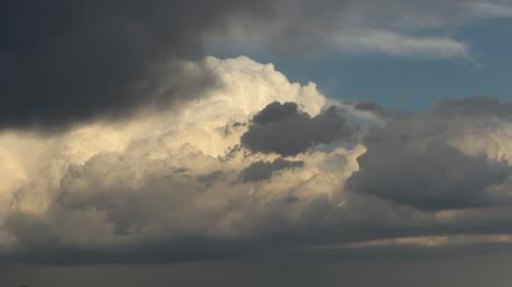 A-dramatic-thunderhead