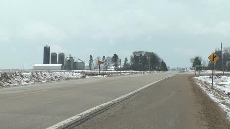 Minnesota-highway-passes-farmstead