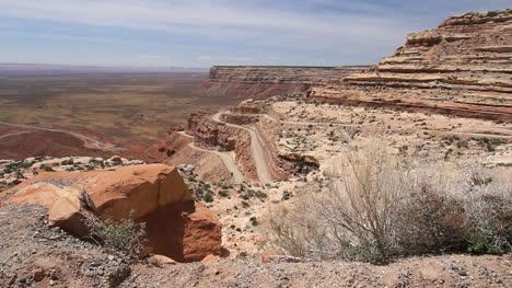 Utah-road-up-Cedar-Mesa-with-rocks-and-plants