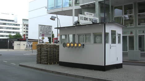 Berlin-Checkpoint-Charlie
