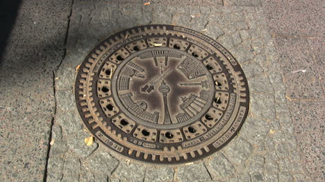 Berlin-manhole-cover-w-Fernsehturm