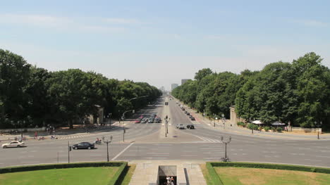 Germany-Berlin-Siegessaule-(Victory-Column)-view-west-down-Strase-des-17-Juni