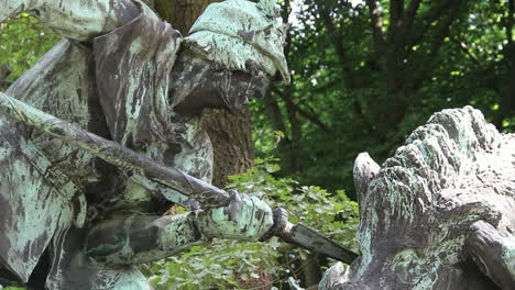 Germany-Berlin-Tiergarten-statue-of-wild-boar-hunt