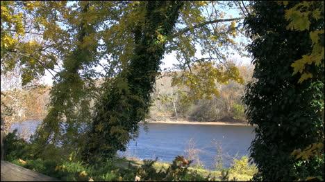 Pennsylvania-Delaware-River-in-fall-framed-in-trees