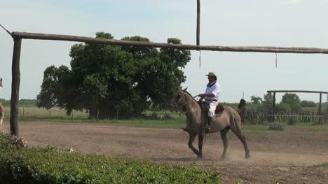 Argentine-Estancia-gaucho-game-with-cowboys