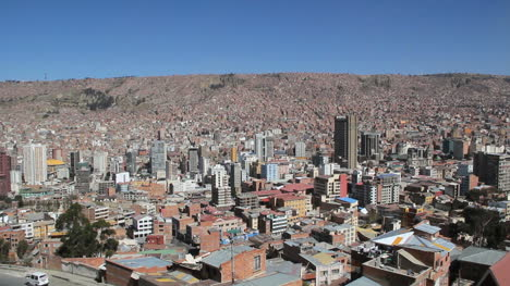 La-Paz-city-view-with-houses-on-hill-c