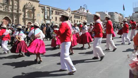 La-Paz-fiesta-dancers-in-red