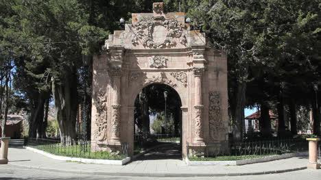 Bolivia-La-Paz-arch