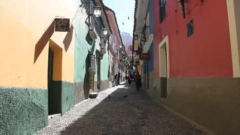 La-Paz-back-street-colorful-buildings-c