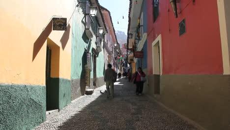 La-Paz-back-street-man-leaves-door-c