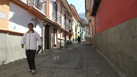 Bolivia-La-Paz-back-street-with-two-men