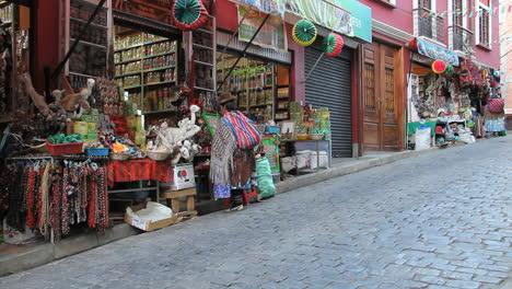 La-Paz-women-at-market-stall