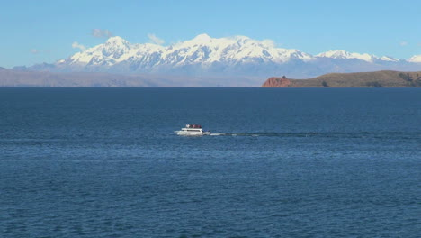 Bolivia-Lake-Titicaca-&-Andes-with-boat