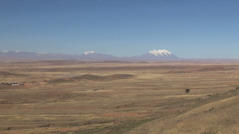 Bolivia-altiplano-and-distant-mountains-s
