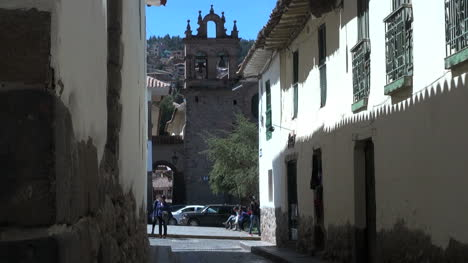 Cusco-best-street-leading-to-church