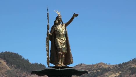 Peru-Cusco-statue-of-Inca