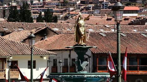 Cusco-rooftops-and-Inca-statue-c