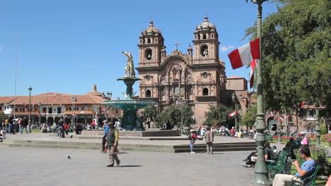Cusco-Plaza-Und-Kirche-Im-Zentrum-Der-Stadt-C