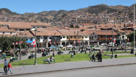 Cusco-plaza-surrounded-by-houses-c