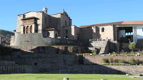 Cusco-church-rising-on-Inca-foundation-c