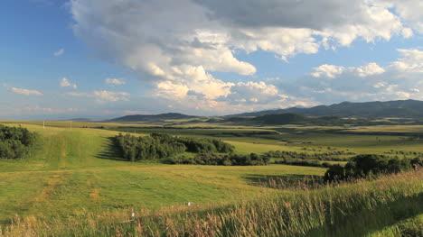 Canada-Alberta-beautiful-landscape-in-sun