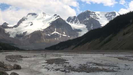 Canada-Icefields-Parkway-Athabasca-Glacier-&-river-time-lapse