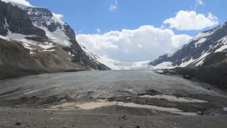 Canada-Athabasca-Glacier-with-hikers-at-terminus-c