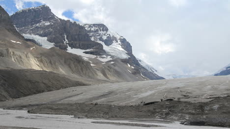 Canadian-Rockies-Athabasca-Glacier-tiny-figures-on-ice