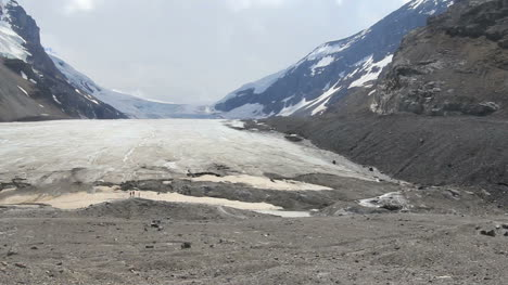 Canadian-Rockies-Athabasca-Glacier-tiny-figures