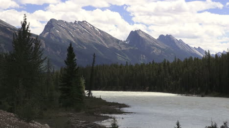 Canada-Icefields-Parkway-Athabasca-River-with-stark-mountains-s