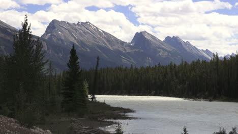 Canadá-Icefields-Parkway-Río-Athabasca-Con-Montañas-Stark-S