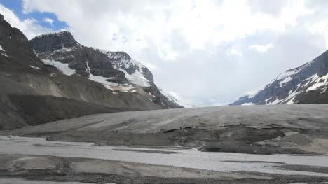 Canadian-Rockies-Athabasca-Glacier-stream-at-edge-of-ice